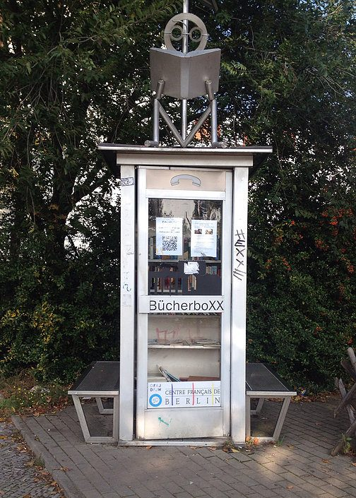 Picture of Book Exchange in a phone box in Berlin